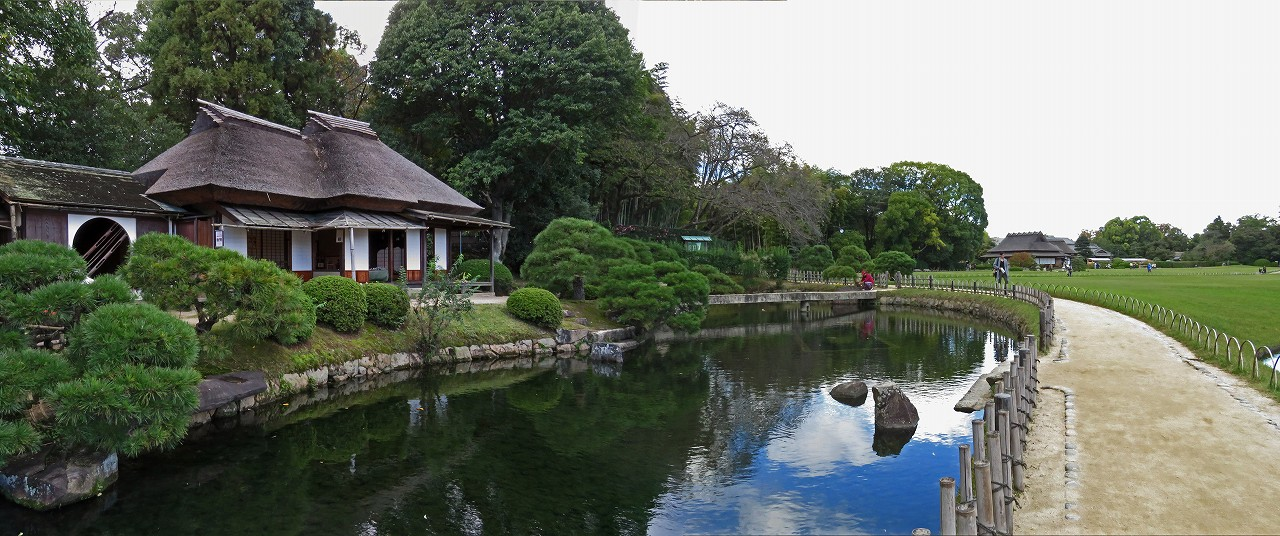 s-20161029 後楽園今日の園内廉池軒と池のワイド風景 (1)