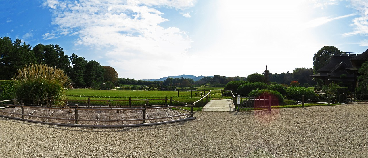 s-20161031 後楽園今日の延養亭前庭から眺めた園内ワイド風景 (1)