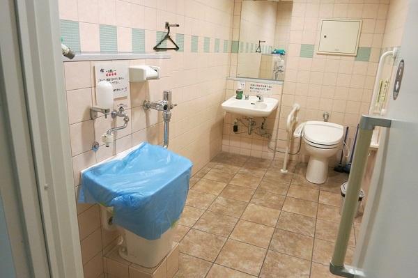 K市 オストメイト対応トイレ (2)