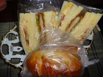 DSC05513差し入れパン