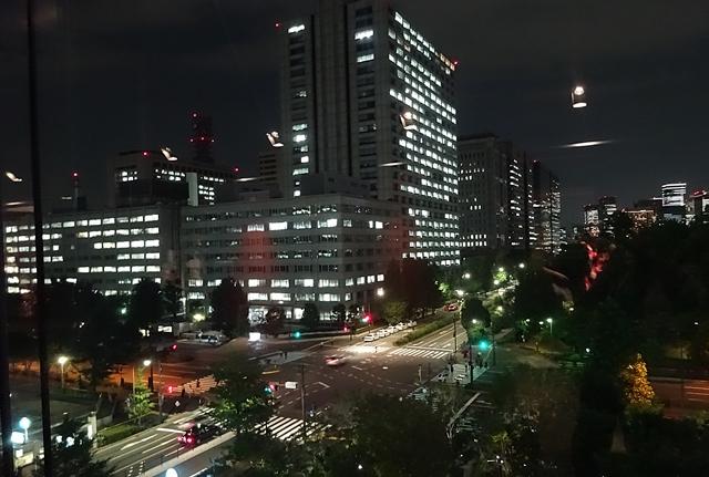 DSC06291夜の窓の外