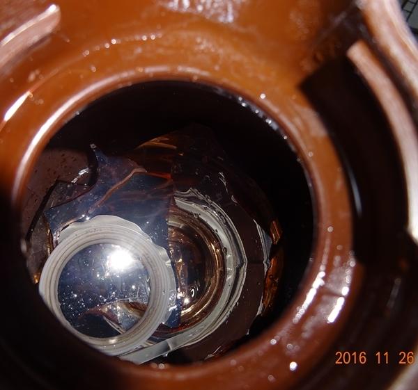 DSC07419割れた魔法瓶2