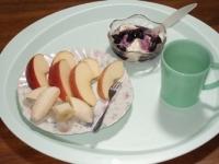 11/9 朝食 りんごとバナナ、豆乳ヨーグルト、白湯