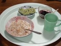 11/10 朝食 フルーツグラノーラ、キウイ、豆乳ヨーグルト、白湯