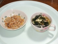 12/11 昼食 半チャーハン、玉子入りわかめスープ