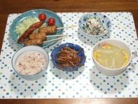 12/11 夕食 鶏つくね串、ささみの燻製、きんぴらごぼう、ほうれん草の白和え、舞茸入りコーンスープ、雑穀ごはん
