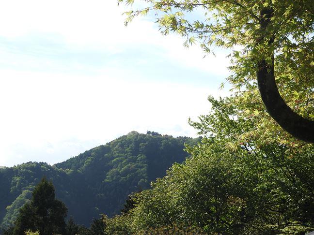 a 日の出山