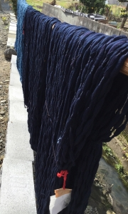 絣藍色の糸