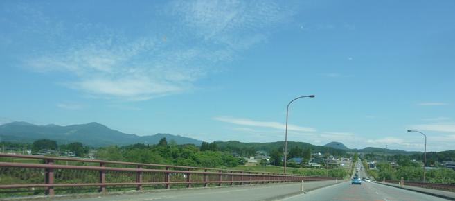 七北田川に架かる橋の上から実沢、根白石
