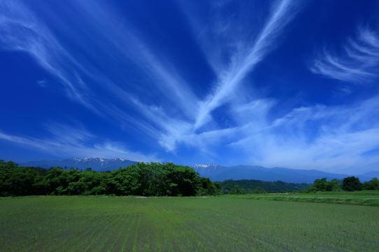 絹雲の映える伊那谷