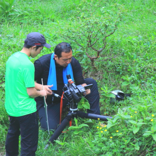 4Kカメラで撮影する日本屈指のカメラマンと助手