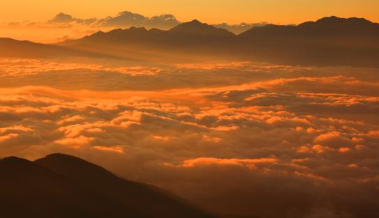 雲海に浮かぶ南アルプス
