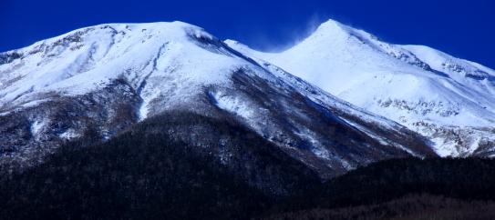 雪煙舞い飛ぶ乗鞍岳