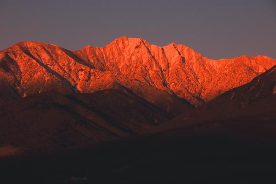 朝焼けの権現岳