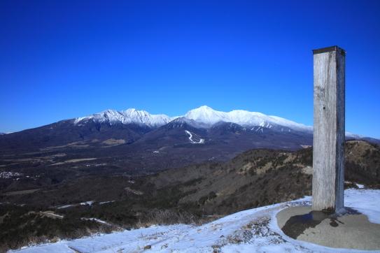 飯盛山の山頂から八ヶ岳を望む