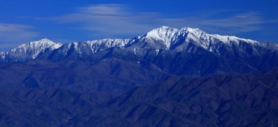 傘山から望む仙丈ヶ岳と東駒ケ岳