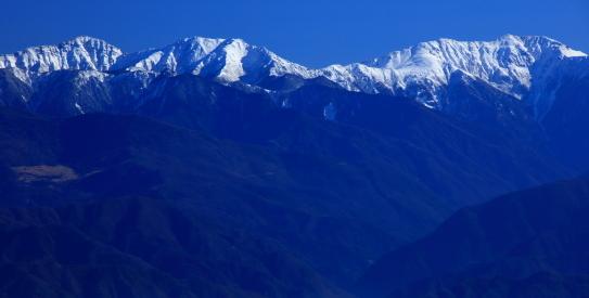 傘山から望む荒川・赤石岳