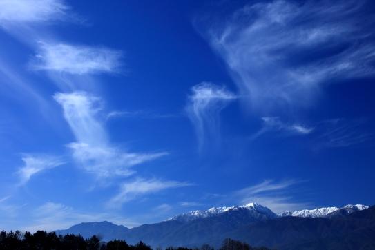 造形的な雲の映える中央アルプス