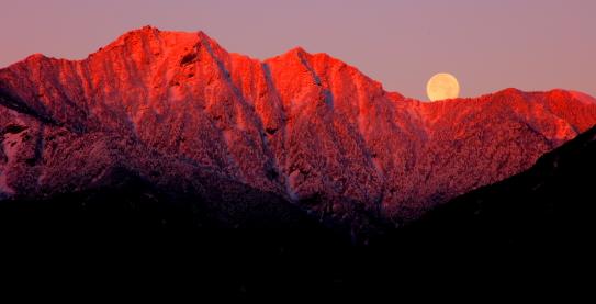 22-初冠雪の権現岳朝焼けと満月