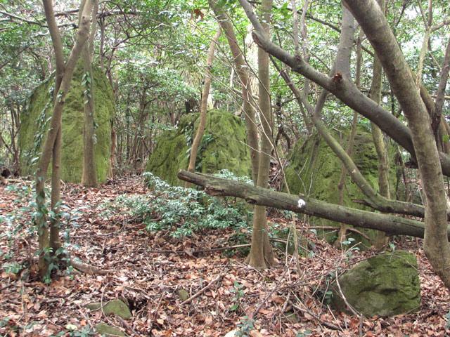 三連立岩1