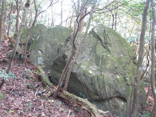 三連立岩2