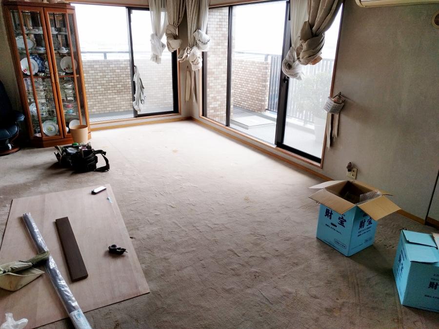 施工前のカーペット