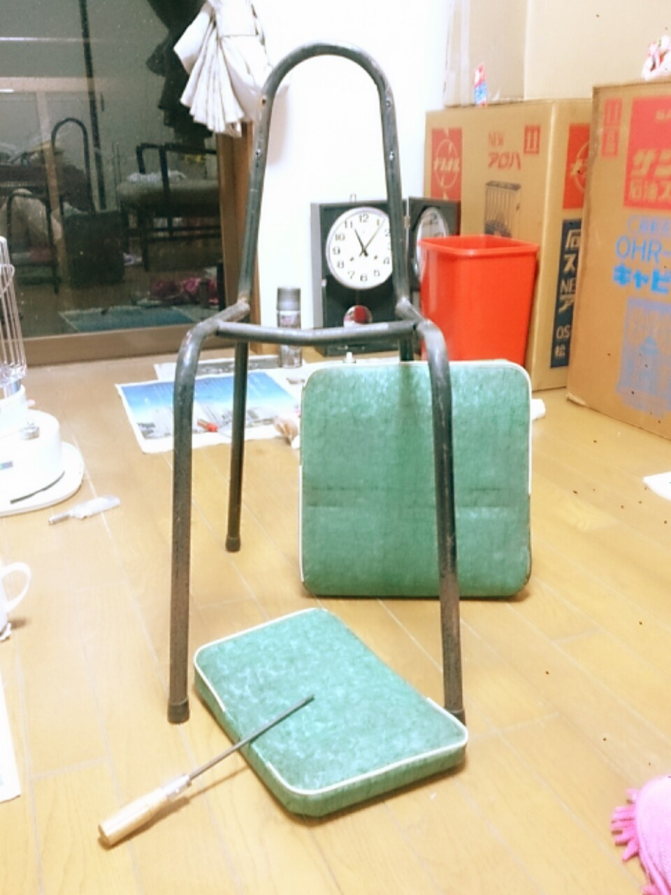椅子を解体する