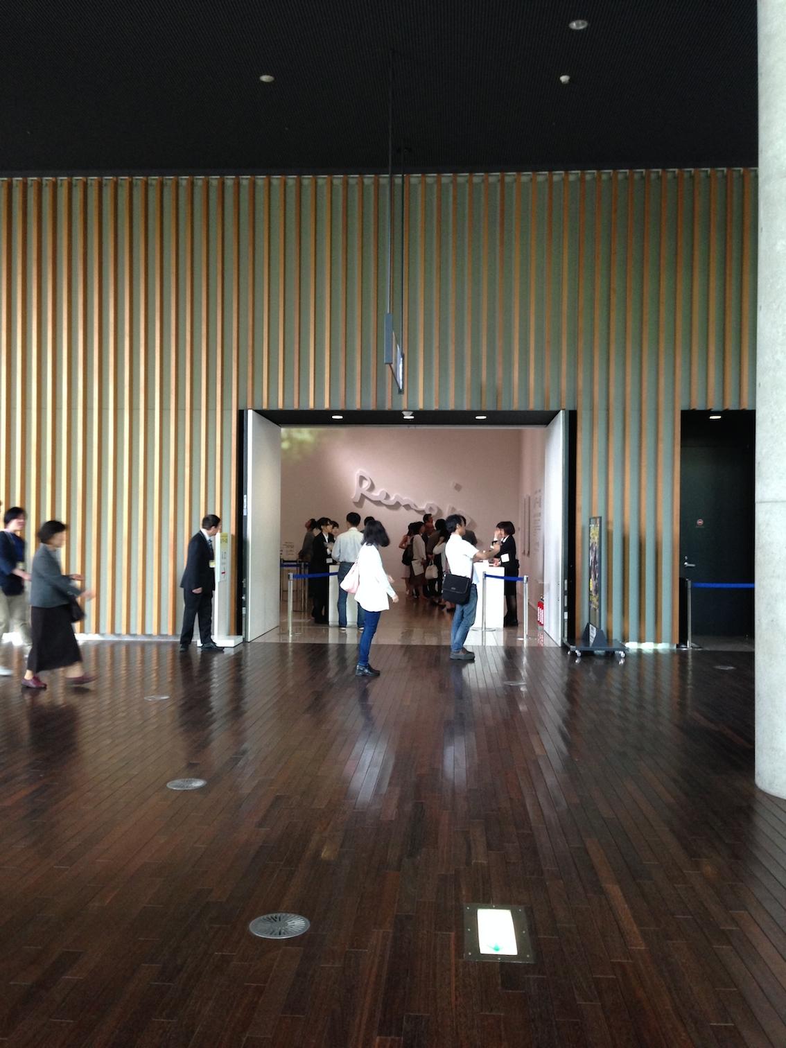 ルノワール展 入り口 国立新美術館