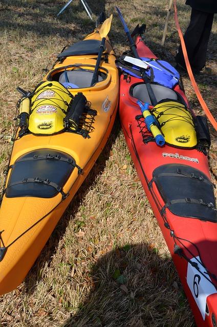 kayaks-281819_640.jpg