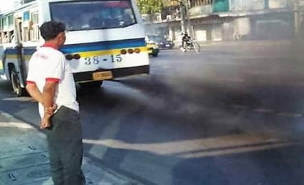 排気ガス バス (3)