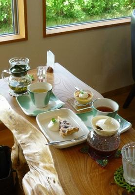 160416モモお茶とケーキ