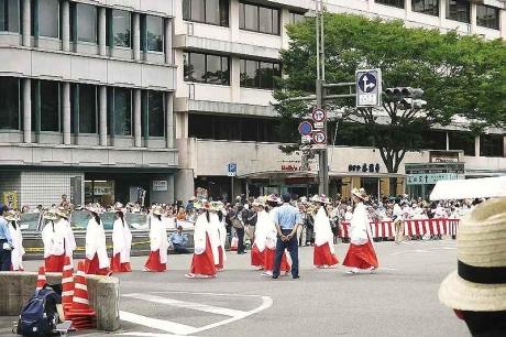 大船鉾巡行 巫女さんの花笠衣装行列