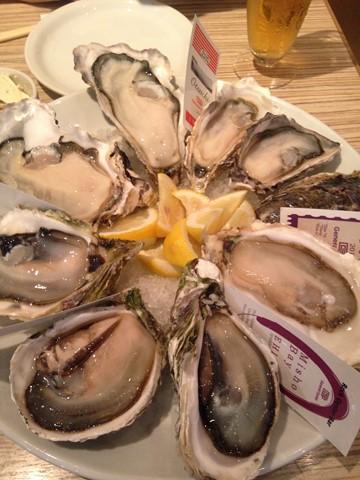 生牡蠣とサラダ (1) (コピー)