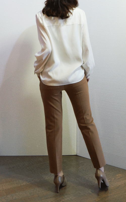 イリゼの暖か素材のパンツとシカモアブランシュのシャツブラウス