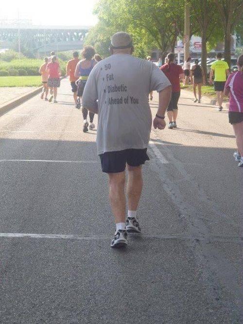 50歳・肥満・糖尿病・あなたの前方にいるTシャツ