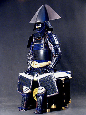 加藤嘉明(1563-1631)の銀箔押富士山形張懸兜(イカっぽいかぶと)