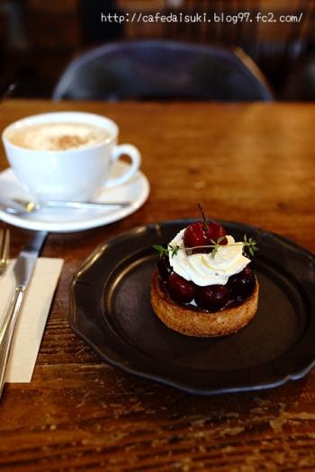 HANG cafe◇チェリーのタルトレット&ロイヤルミルクティー