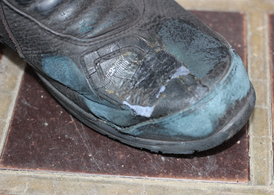 補修前のブーツ