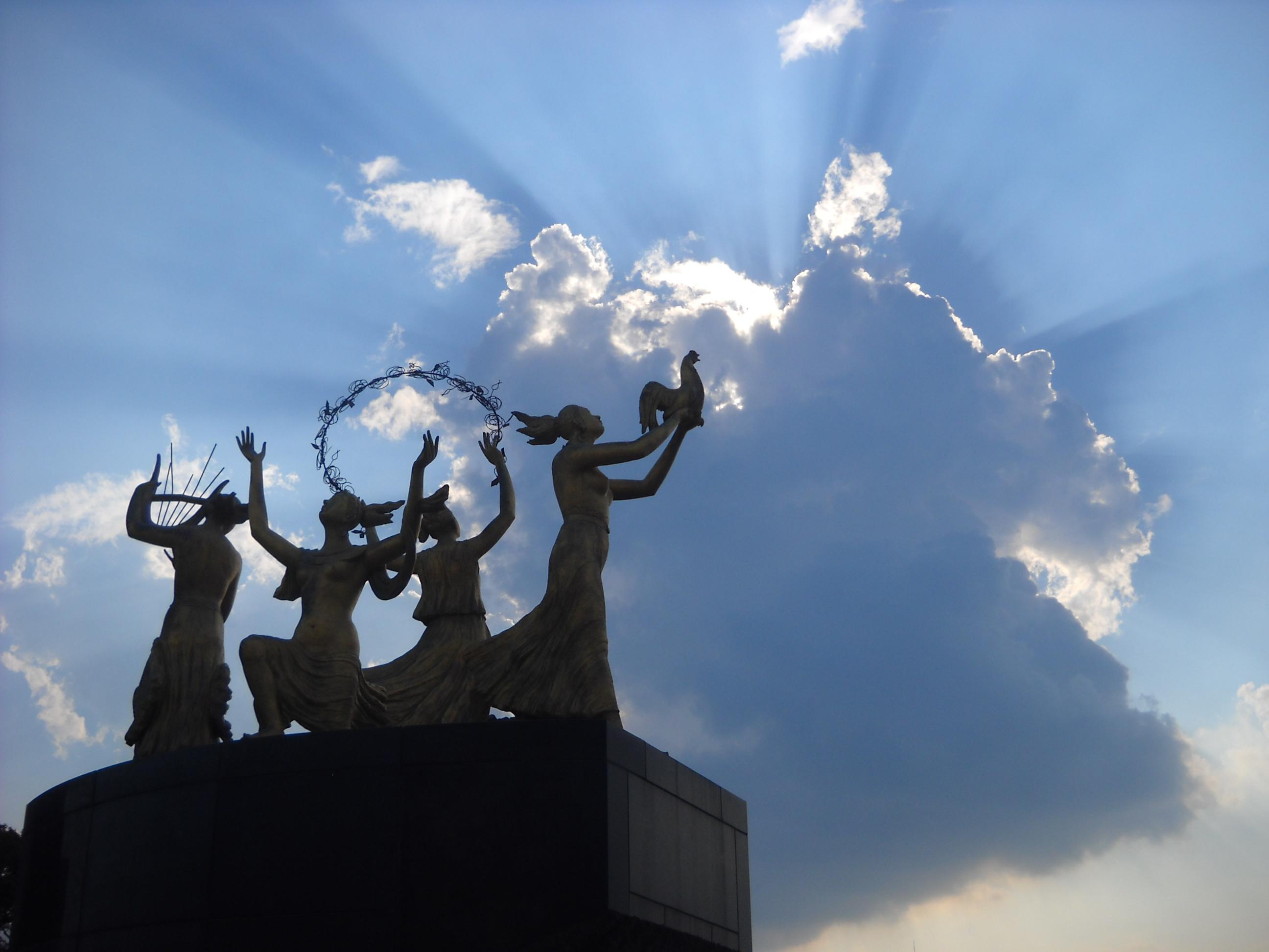 野外彫刻と光芒