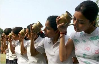 ネティポットインド人美女集団