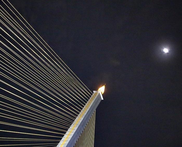 ラマ8世橋2