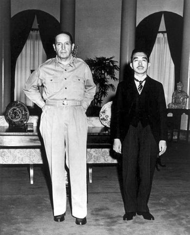 マッカーサー司令官と昭和天皇