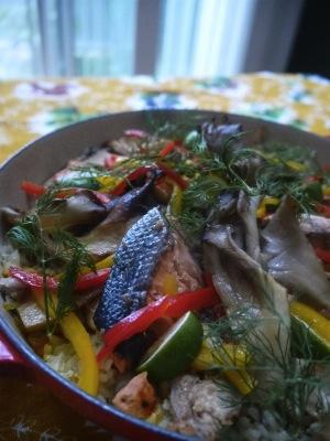 秋鮭と舞茸のパエリア