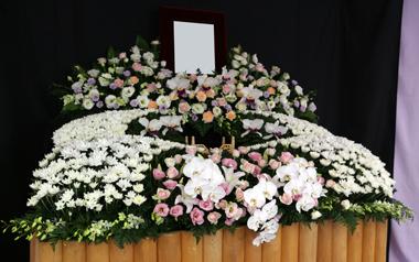 花祭壇 バラ やすらぎ会館 豊川 花屋 花夢
