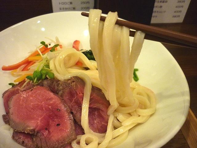 ローストビーフ生醤油うどんの麺