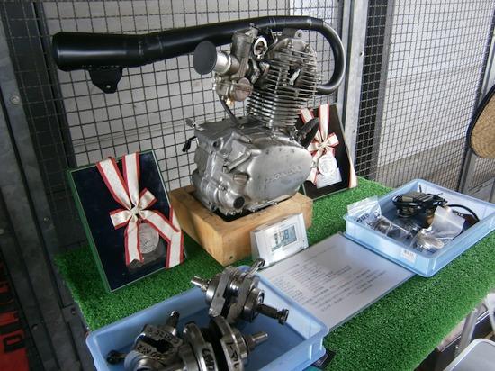 鈴鹿レーシング CB125S エンジン