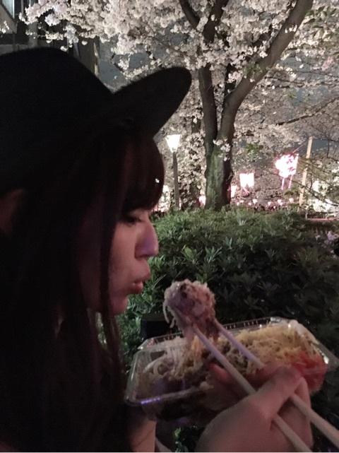 三角食べの愛理さん