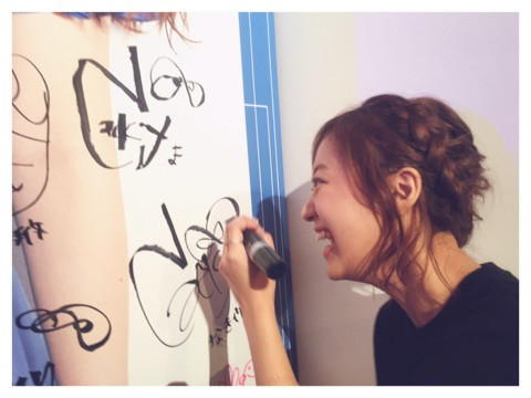 萩ちゃんが左手で書いたなっきぃのサイン(笑)