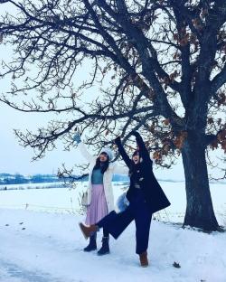 雪の中はしゃぐ愛理ちゃん