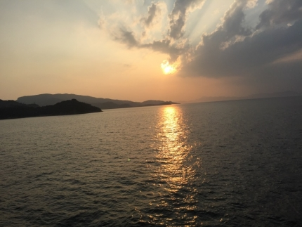 IMG_9846フェリーからの日没